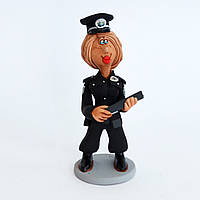 Глиняная статуэтка. Новая полицейская.