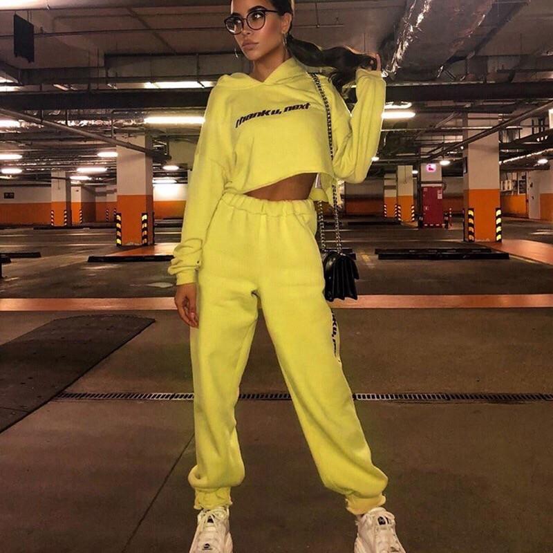 Женский трикотажный спортивный костюм с укороченным свободным худи 65spt763