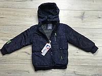 Демисезонная куртка на синтепоне, со съемным капюшоном. Внутри мех-травка. 1- год.