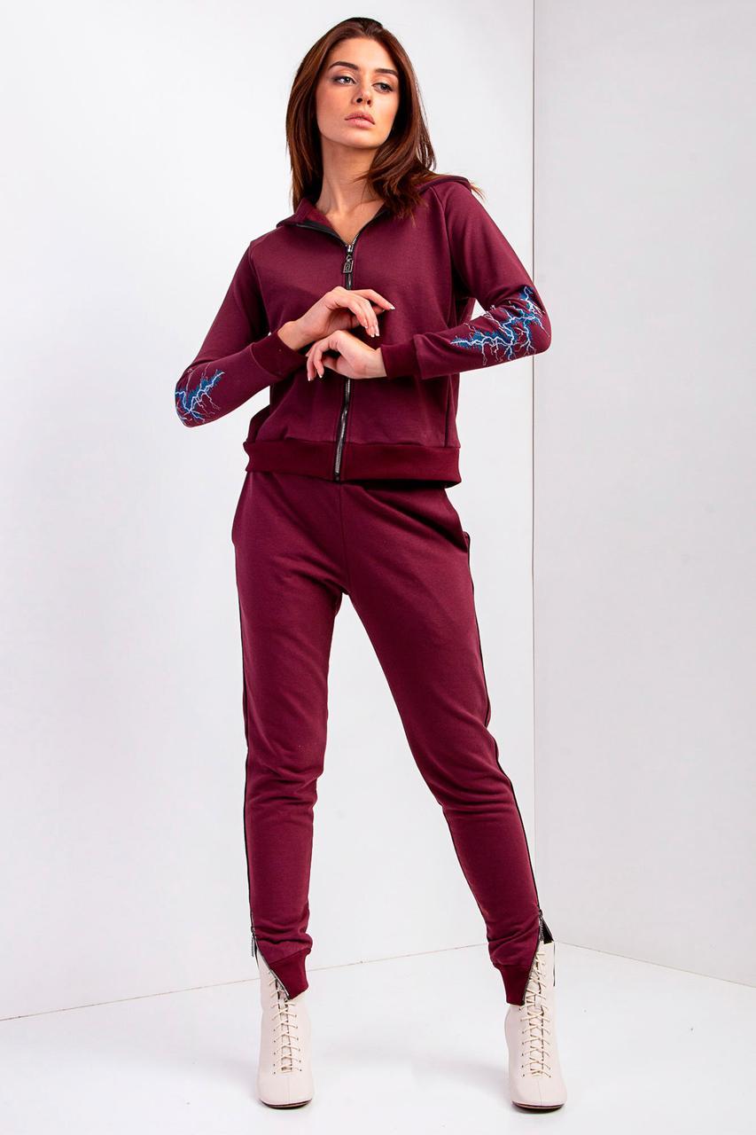 Спортивный костюм из трикотажа бордового цвета с вышивкой