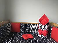 Бортики (защита) на 3 стороны с наволочками, конверт на выписку, простынка на резинке, подушечка.