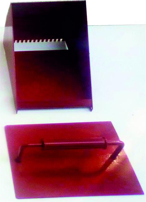 Шпатель зубчатый ковш каретка для нанесения плиточного клея.