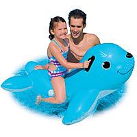 Весело на море с надувной игрушкой Интекс 56560, плотик-тюлень, с рукоятками, габариты 130*62см