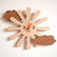 Настенные часы из дерева в детскую комнату