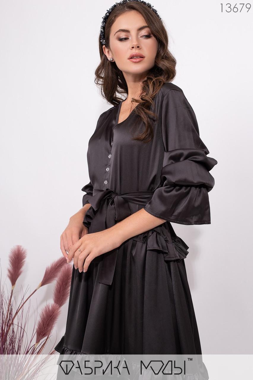 Платье широкого кроя с V-образным вырезом со съемным поясом по талии, декоривано воланами по подолу 13679