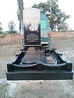 Памятник гранитный с оградкой