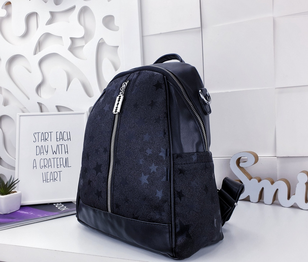 Женский рюкзак-сумка черного цвета, из эко кожи
