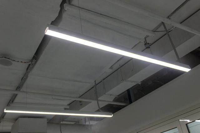 примеры фото Линейные светильники на подвесах промышленно-складское помещение