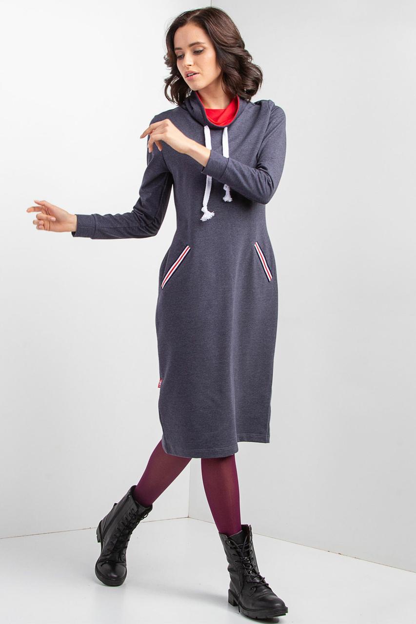 Спортивное платье-худи из серого трикотажа с высоким воротником