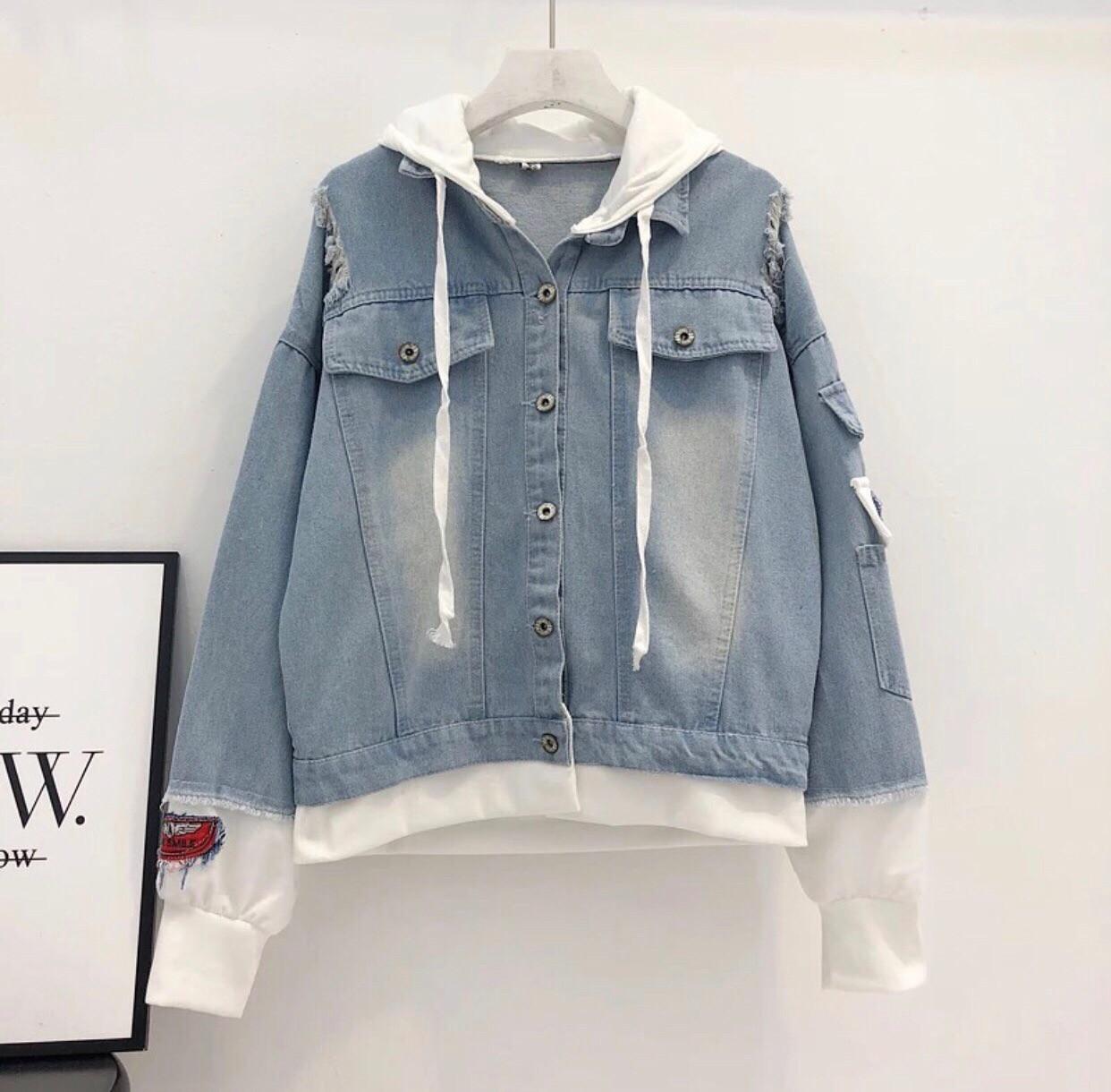 Женская джинсовая куртка оверсайз с белым капюшоном vN3476