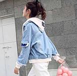 Женская джинсовая куртка оверсайз с белым капюшоном vN3476, фото 2