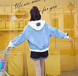 Женская джинсовая куртка оверсайз с белым капюшоном vN3476, фото 4