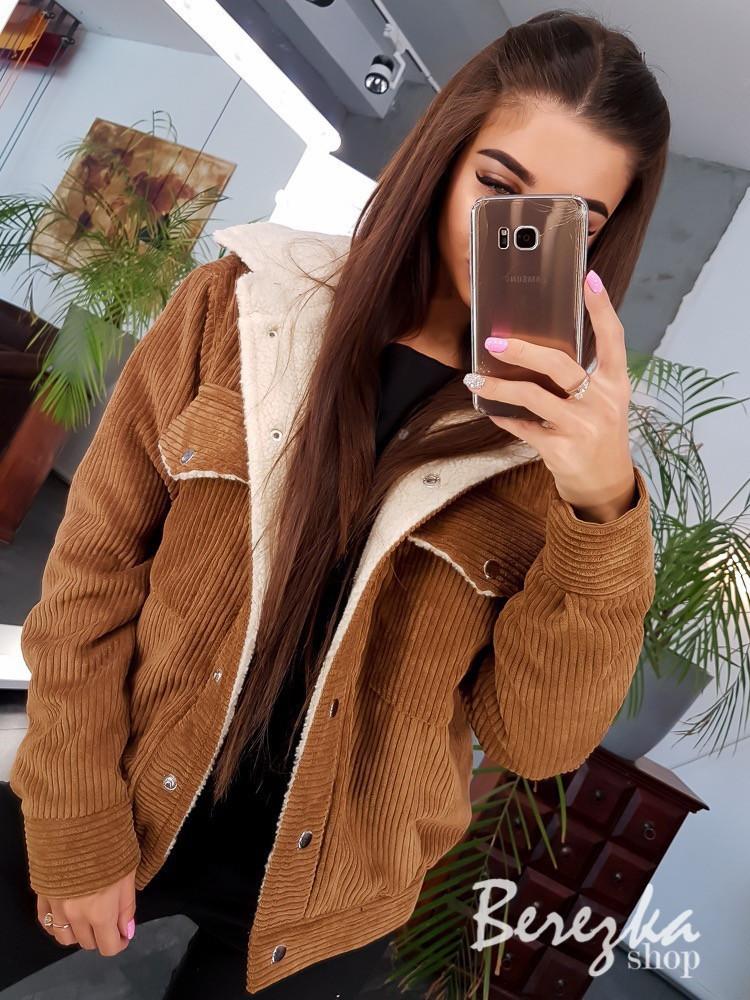 Женская вельветовая куртка - бомбер на меху с карманами на груди vN3566