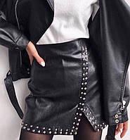 Женская короткая кожаная юбка черная с заклепками, фото 1