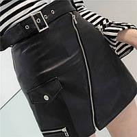 Женская короткая юбка из эко кожи с ремнем и молниями с