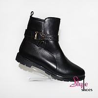 Женские ботинки демисезонные с ремешком черного цвета