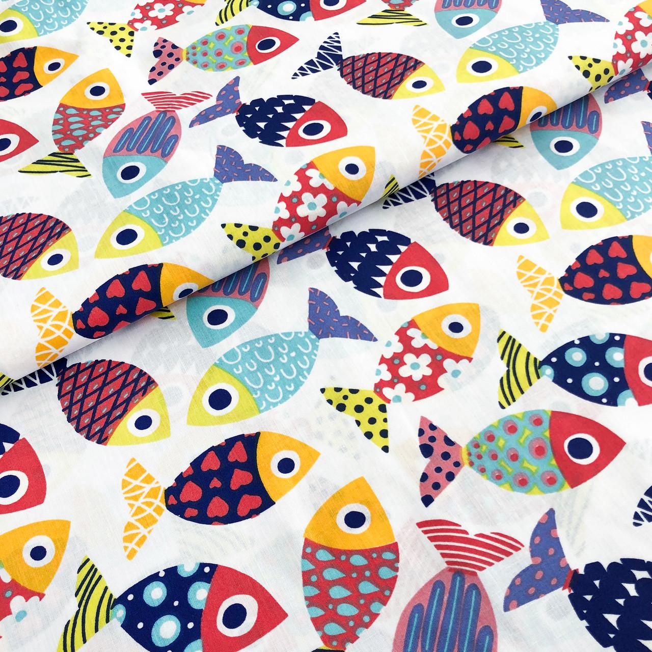 """Польская хлопковая ткань """"Рыбки разноцветные на белом"""""""
