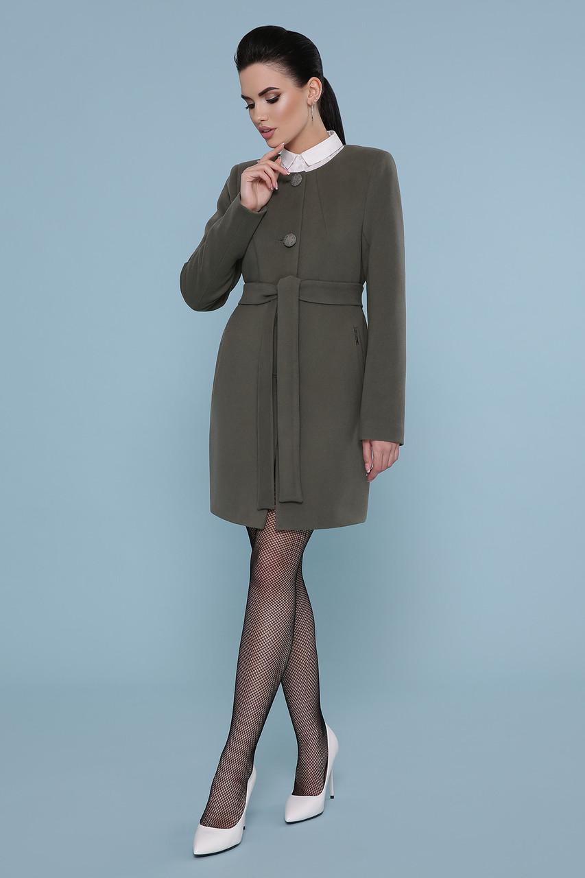 Женское короткое оливкового цвета пальто прямого кроя без воротника Пальто П-337-К