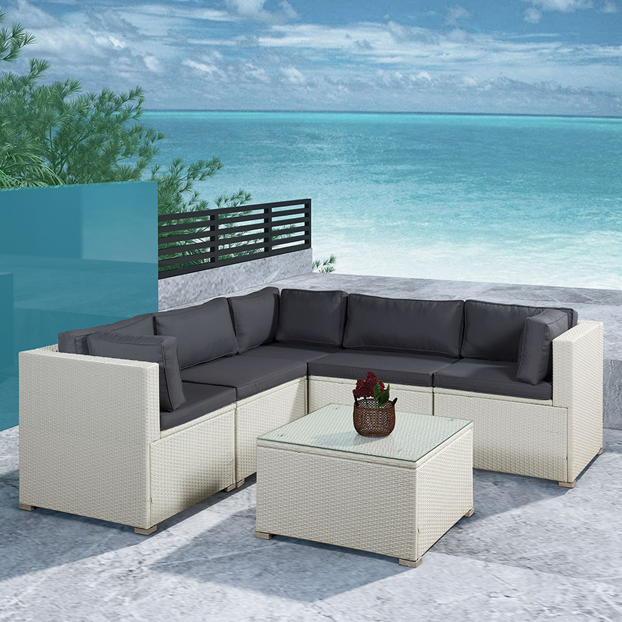 Елегантный угловой диван со столиком из ротанга!