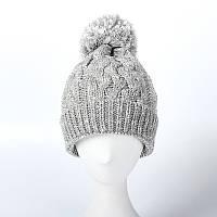 Зимняя вязаная женская шапка с балабоном серого цвета опт, фото 1
