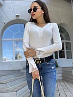 Женская кофта рубчик белого цвета с длинным рукавом и вставками кружева