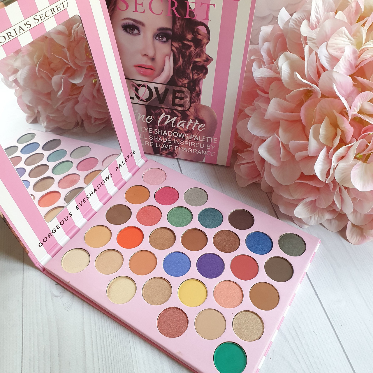 Палетка теней для век Victoria's Secret Love Shine Matte Gorgeous Eye Shadows Palette