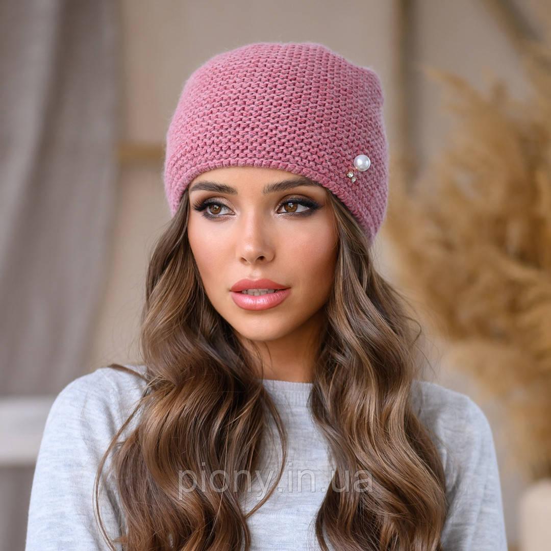 Женская стильная шапка с жемчугом