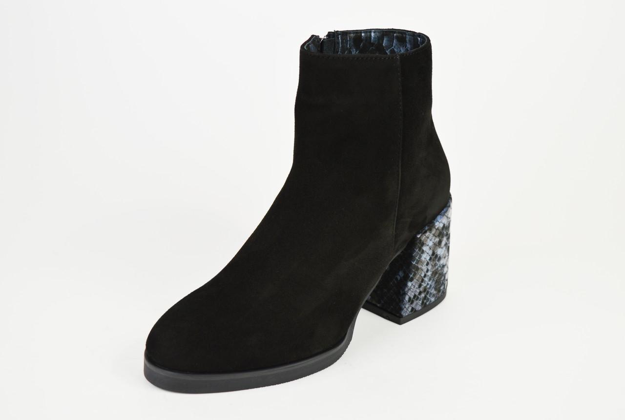 Ботинки демисезонные на каблуке рептилия Kluchini 13099