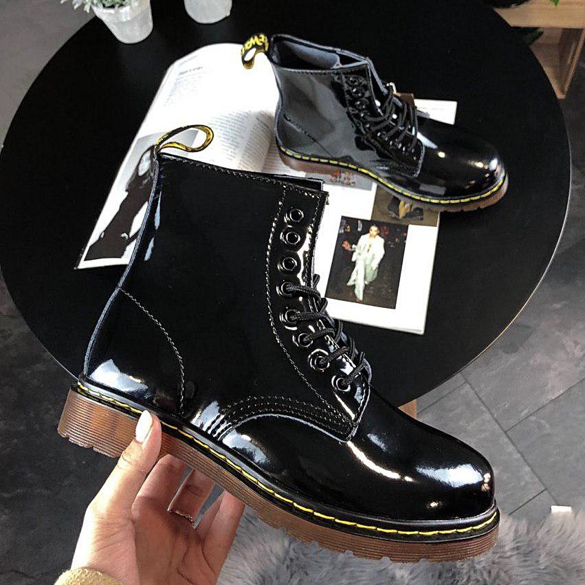 Женские лакированные ботинки в стиле Dr. Martens 1460 Black Lacquered черного цвета