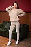 Женский вязаный бежевый костюм на шерстяной основе с объемным свитером, фото 5
