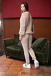 Женский вязаный бежевый костюм на шерстяной основе с объемным свитером, фото 4