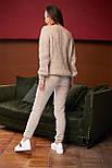 Женский вязаный бежевый костюм на шерстяной основе с объемным свитером, фото 3