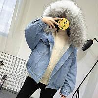 Женская джинсовая короткая утепленная куртка с серым мехом