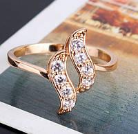 Позолоченное кольцо с цирконами р 19 код 740