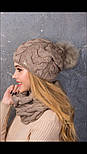 """Женский вязаный комплект """"Коса"""" с натуральным меховым помпоном: шапка и шарф-хомут (в расцветках), фото 3"""