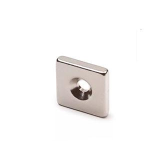 Неодимовый магнит прямоугольный с отверстием для потайного винта 15х15х3 отверстие D6/3мм