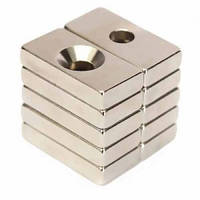 Неодимовий магніт прямокутний з отвором для потайного гвинта 35х15х3 отвір D8/4мм