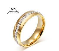 Обручальное кольцо с кристаллами,покрытое золотом р 19 код 747