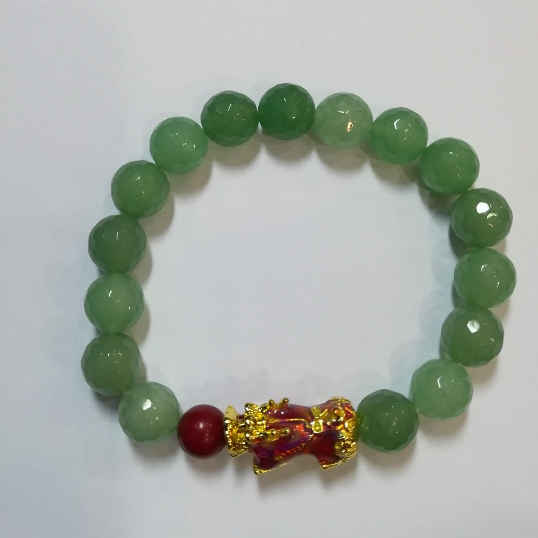 Пи Яо на браслете для защиты