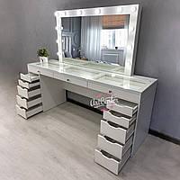 Роскошный стол для визажиста