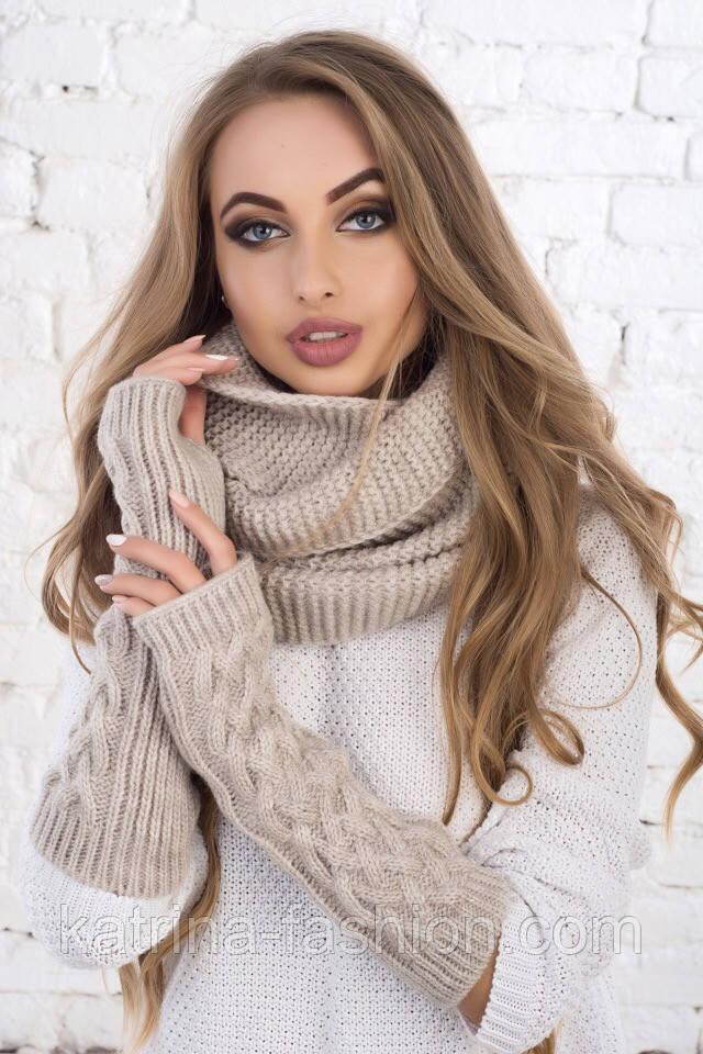 Женский вязаный комплект: митенки и шарф-хомут