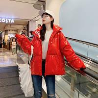 Стильная осеняя  женская куртка под лак