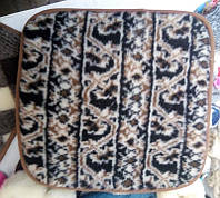 Накидка - подушка на табурет из овечьей шерсти. Размеры 40 х 40 см