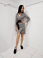 Стрейчевое серое женское платье облегающего силуэта с широким поясом