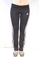 Спортивные женские черные эластичные штаны Adidas с вертикальными полосками
