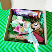 Подарочный набор сувенирный с ароматно- кофейным зайчиком и букетом из конфет.