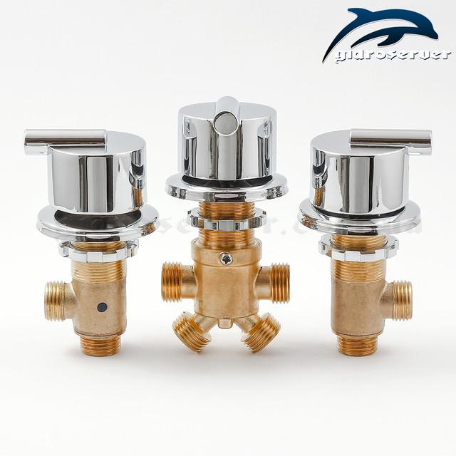 Набір змішувача для гідромасажної ванни, джакузі J-5000 складається з трьох кранів.