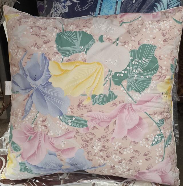 картинка перьевая подушка квадратной формы
