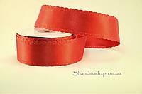 Лента из двойного атласа с окантованным краем красного цвета 3,8 см.