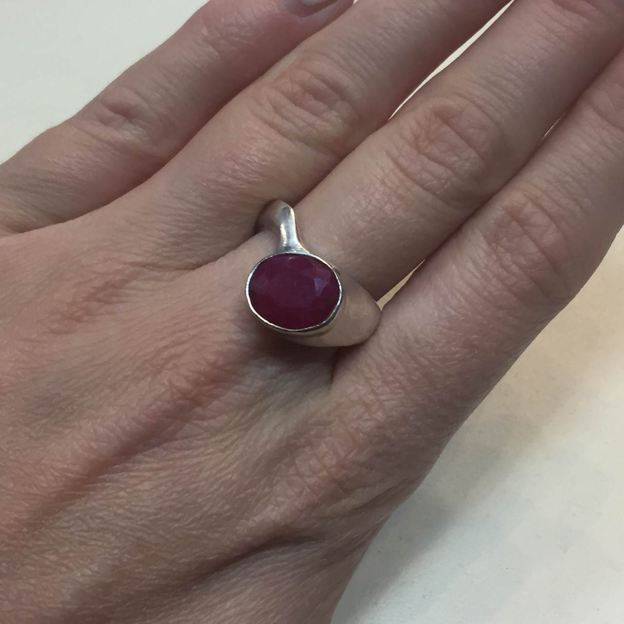Рубин необычное кольцо с камнем рубин размер 18,3. Кольцо с рубином Индия!